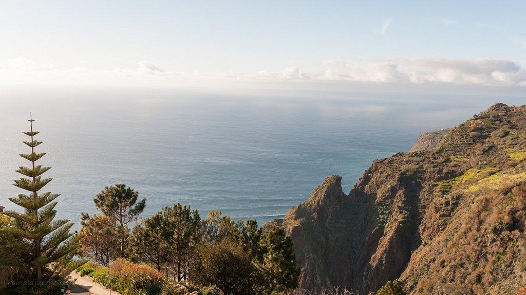 Blick aufs Meer vom Balkon, Hotel in Prazeres, Madeira